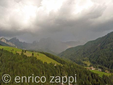 S. Cipriano, vista sul Catinaccio