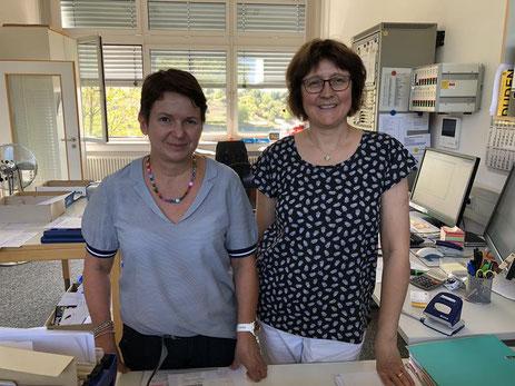 Unsere Verwaltungsangestellten Frau Bettina Weis (links) und Frau Petra Löser