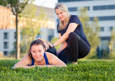 Personal Training auf Wiese