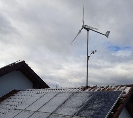 Windanlage mit Solaranlage kombinieren.
