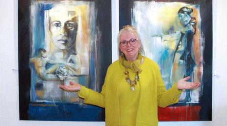 Gabriele Templin-Kirz vor 2 Werken