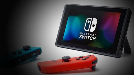 Nintendo Switch mit Joy-Con Controllern