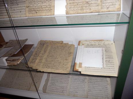 Vitrine mit Original-Handschriften