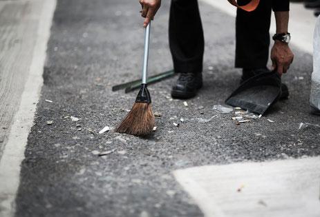 掃除機をかけて腰がいた奈良県御所市の男性