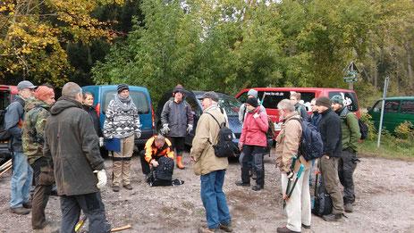 Mitglieder des NABU werden gemeinsam mit dem BUND und Studenten der FH über die Schätze der Fauna und Flora  im Malliner Bachtal aufgeklärt. Nach kurzer Einweisung ging es dann an die Arbeit.