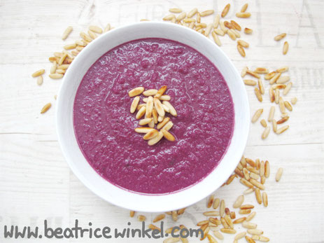 Beatrice Winkel - red cabbage soup with pine nuts