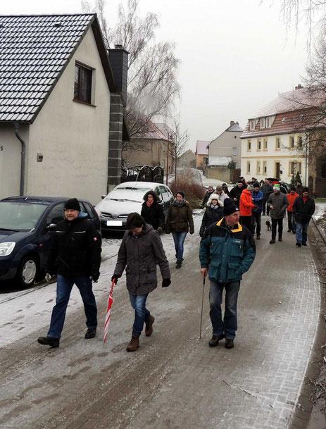 Die ca 40 Wanderfreunde gingen pünktlich zum verabredeten Zeitpunkt los.