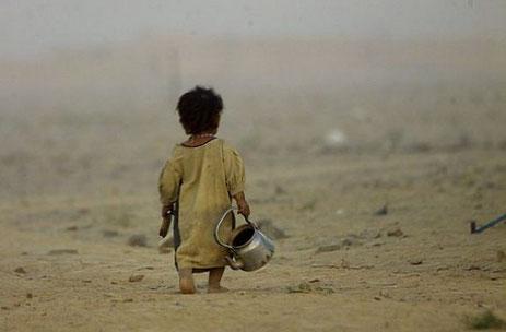 (Quelle Bild: www.google.de/search?biw=1680&bih=925&q=afghanistan+krieg+kinder&tbm=isch&tbs=simg%3ACAQSJgnAJU6Bx2yr8hoSCxCwjKcIGgAMCxCOrv4IGgAMIZ2PU-E8Qqyi&sa=X&ved=0CB0Qwg4oAGoVChMIu_3coKPPyAIVBg8sCh2ynwlr