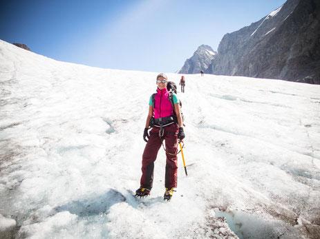 Das erste Stück auf dem Langgletscher lässt es sich noch gut ungesichert auf Blankeis laufen