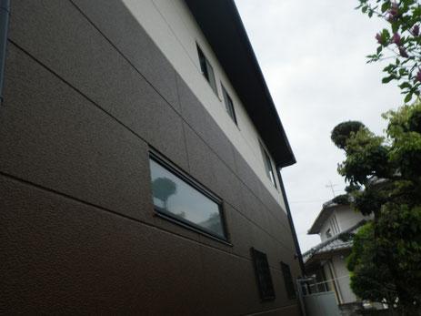 熊本市M様家の北面外壁塗装完成です。防カビ防藻対策完了。