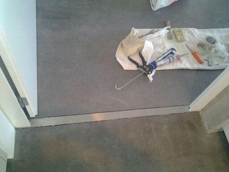 Eine Metalschiene wurde von uns in den Boden bündig verlegt.