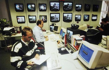 Blick in den n-tv newsroom in der Berliner Taubenstraße. Hinten links: Wieland Scharf