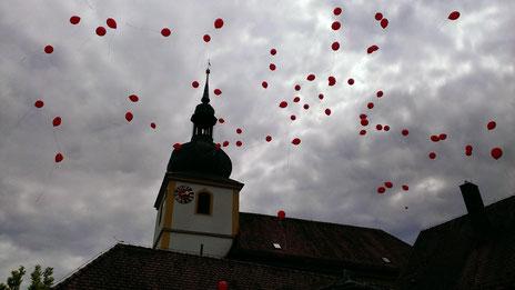 Hochzeit Helium ballon steigen lassen