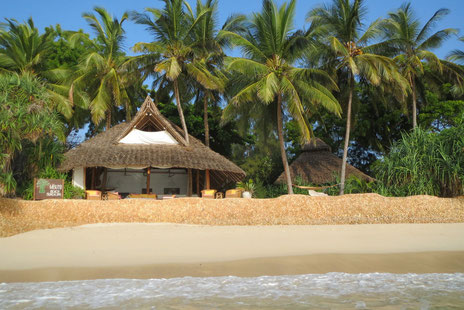 Restaurant und Bungalow Nr. 1 direkt an der Beachfront.