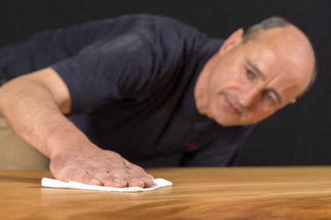 Seltene Holztische und Unikat Esstische von Michael Beaupoil entstehen durch besondere, qualitativ hochwertige Arbeit
