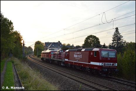 143 250-9 ist im Jahre 2020 als Mietlok bei der DB zu haben und trägt dabei den ehem. DR-Lack. Am 02. Oktober 2020 rollt sie in einem Lokzug nach Zwickau durch Chemnitz-Schönau