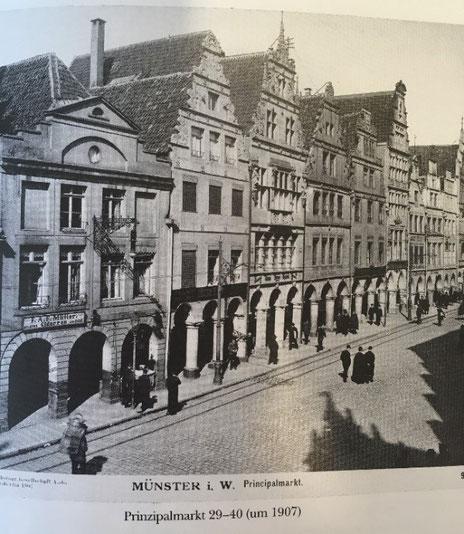 Prinzipalmarkt 32 (zweites Haus von links) um 1907