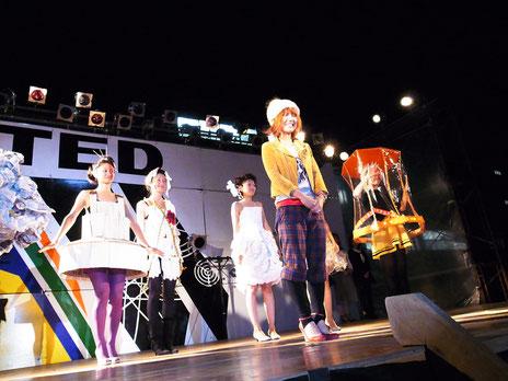 2009.10.11 Ricochet fashion show