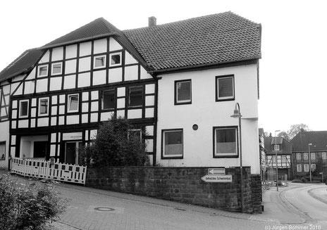 Hotel zum Stadtberg. Links der Eingang zum ehemaligen Kino bzw. zur späteren Nachtbar. Rechts der Eingang zum Lokal und zum Saal.