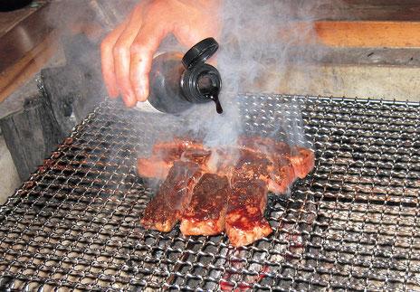 囲炉裏での千屋牛の炭火焼