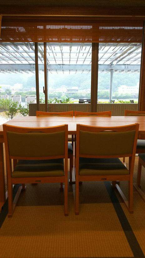たけの間 テーブルは座卓にもできます