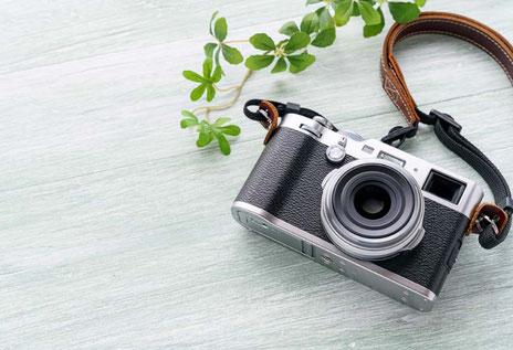 不動産の鑑定評価:仕事道具のカメラのイメージ写真
