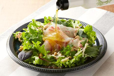 海鮮と香味野菜のサラダの写真