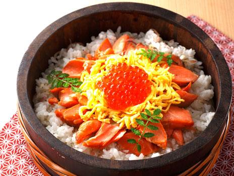 鮭といくらのちらし寿司の写真