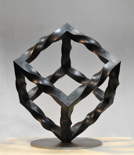 「 Mebius Cube - inside・outside 」  mild steel (3.2x3.2cm) / W.40 x D.40 x H.50cm / 2013