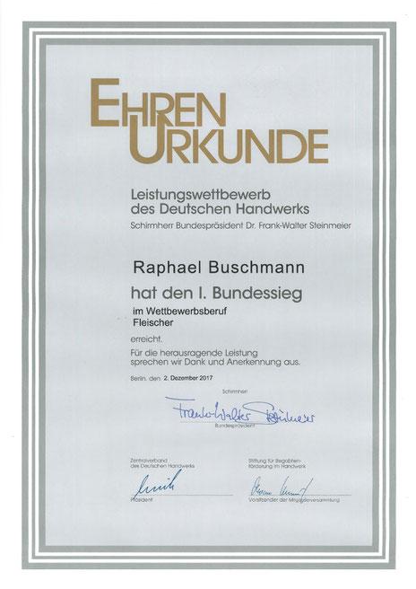 Raphael Buschmann hat im Leistungswettbewerb 2017 des Deutschen Handwerks im Wettbewerbsberuf Fleischer den 1. Bundessieg errungen.