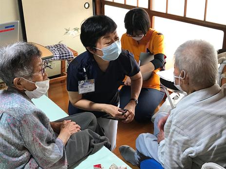 患者宅で診療する家庭医