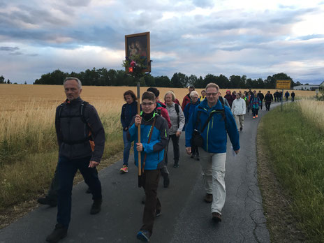 Fußwallfahrt 2017 (kurz nach der Pause in Krickelhof)