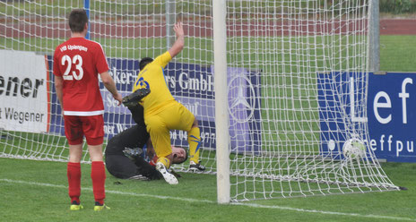 Die Szene zum 1:0... David Goguadze drückt den Ball endgültig über die Linie.