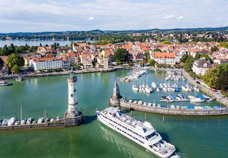 Blick auf den Hafen von Lindau Bodensee