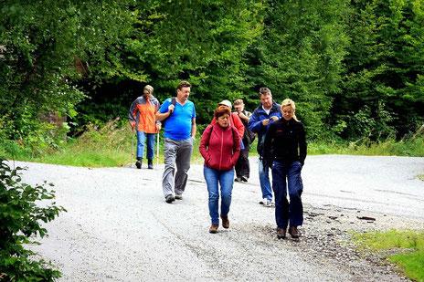 Gemeinsame Wanderung: Gäste und Vermieter