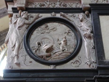 Notre Dame de Tournai doksaal - De walvis spuugt Ionas op het droge