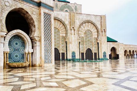 Wie hier die Hassan ii. Moschee in Casablanca/Marokko verfügen alle Moscheen über Brunnen oder andere Wasserquellen für die Reinigung der Gläubigen.