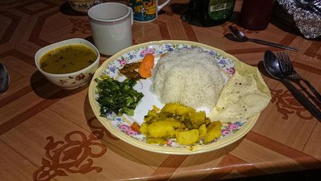 Hunger leiden muss hier keiner, vor allem nicht beim Dal-Bhat essen. Soviel Nachschlag wie man will ist immer inklusive