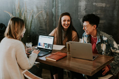 Lerngemeinschaften, in denen deren Mitglieder verschiedene Mindsets und Erfahrungen mitbringen, wirkt sich positiv auf den individuellen Lernerfolg aus. (Bild: Fotografiert von Brooke Cagle, Arkansas, USA. Credits: unsplash.com)