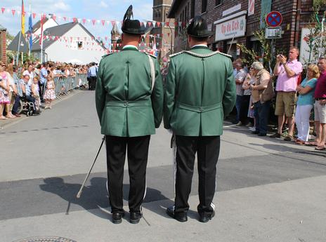 v. rechts: Major Daniel Bilk und Adjutant Marcel Stein