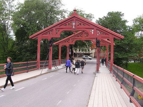 Die alte Stadtbrücke - Gamle Bybrua, zählt zu den meist fotografierten Objekten der Stadt.