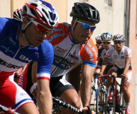 Alexandre Cabrera dans la roue du Champion de France Steven Tronet