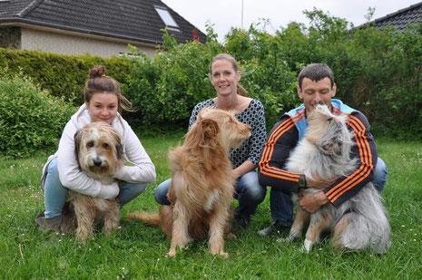 Jedem Friedrich seinen Wäller: Laura mit Kiwi, Denise mit Luna und Jens mit Murmel, © Hiller