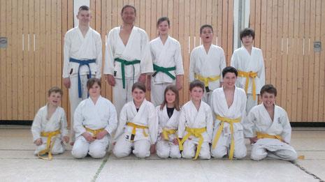 Die Gruppe der Anfänger ( Gelbgurt ) Ostern 2013