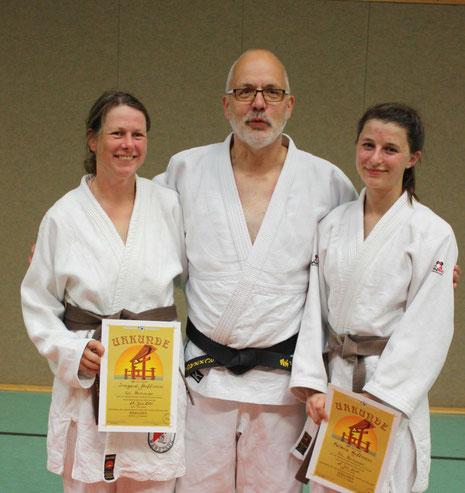 von li.  Irmgard Huffmann, Trainer Hartmut Schrage und Valeria Huffmann.