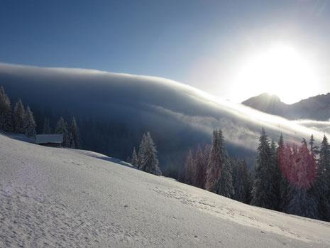 Nebelfluss von Obwalden ins Mariental bei der Oberen Buecherenschwand - auf das Bild klicken