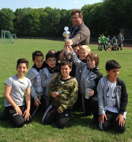Die Sieger E1 von links nach rechts Ali, Onur, Abbas, Tom (verdeckt), Hamza, Peter, Tim, Jared und Seymen