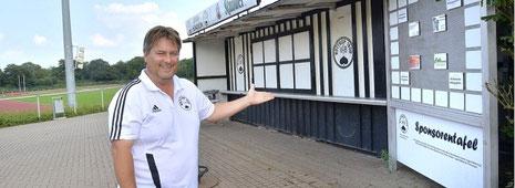Carsten Nothnick geht derzeit auf Sponsorensuche, um den Traum vom Vereinsheim zu       Foto: Winfried Labus