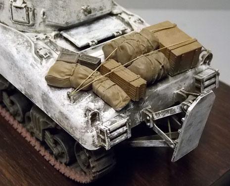 Motorheck voll beladen mit Gepäckstücken-typisch für die US Shermans!