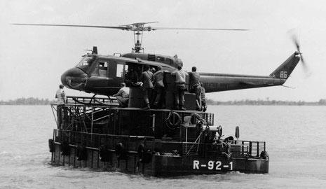 Die schweren Hueys konnten auf dem Landedeck landen.
